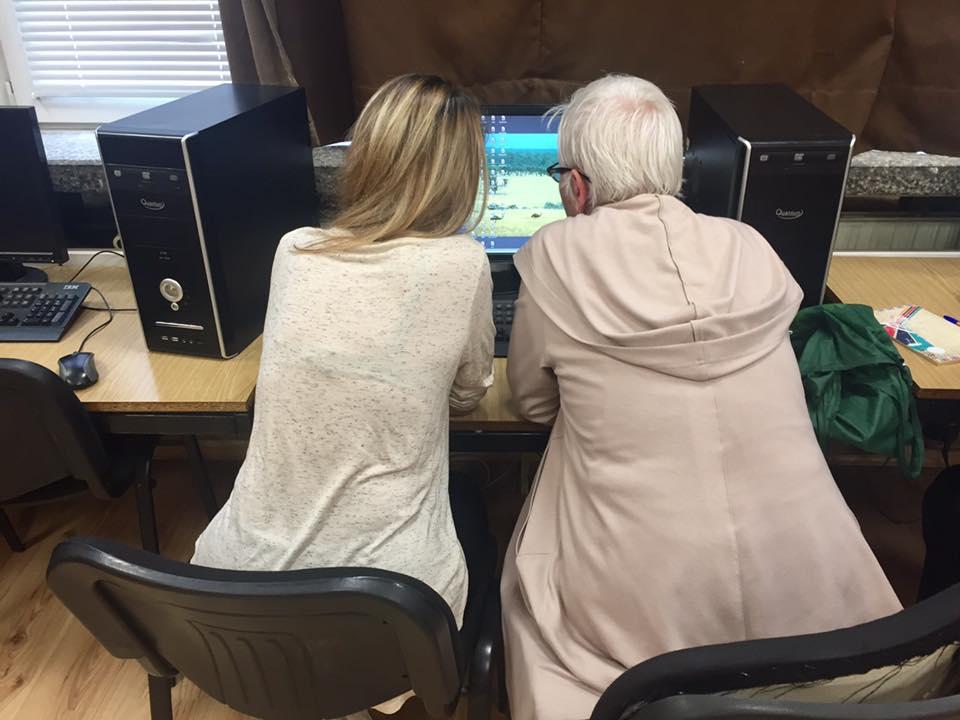 Доброволци придружават пенсионери на културни събития в София